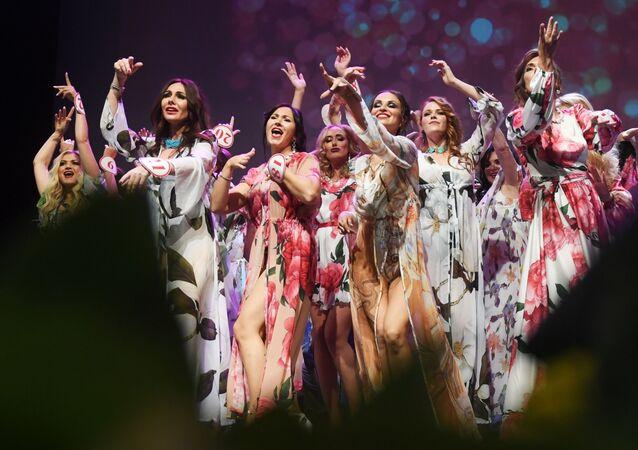 Účastníci finále soutěže Missis Rusko 2019 v Moskvě