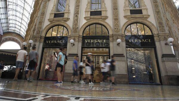 Obchod Versace v Miláně - Sputnik Česká republika