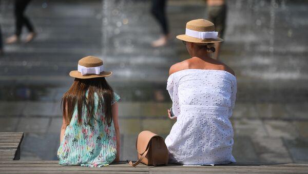 Občané u fontány. Ilustrační foto - Sputnik Česká republika