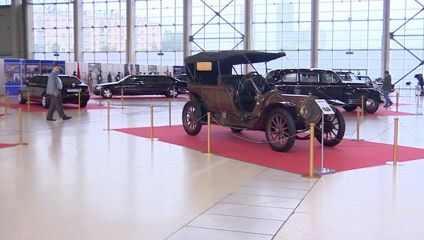 Unikátní výstava automobilů vůdců od doby ruského impéria do nejmodernějších modelů, které používá prezident Putin    - Sputnik Česká republika