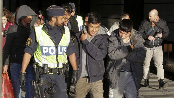 Ondráček o válce migrantských gangů ve Švédsku: Takto prý probíhá kulturní obohacení - Sputnik Česká republika