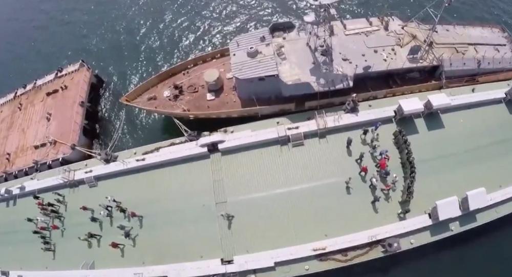 Video: Ruská vojenská policie, vojáci národní gardy a flotila absolvovali cvičení na ochraně atomového raketového křižníku