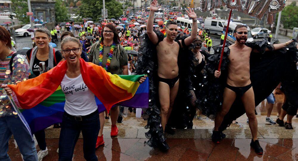 Účastníci pochodu Prague Pride 2019