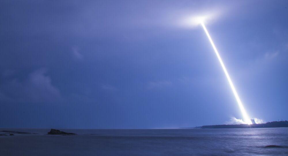 Start čínské rakety Dlouhý pochod-5