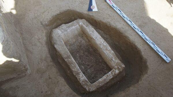Prázdný sarkofág. Myrmekion, Kerč - Sputnik Česká republika