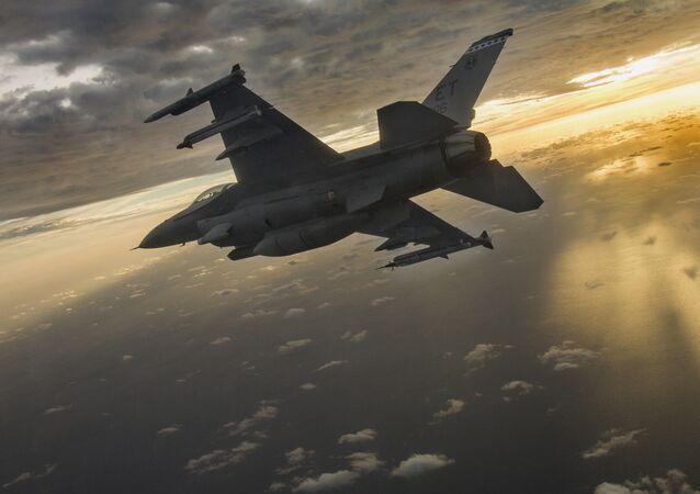 Americký stíhací letoun F-16