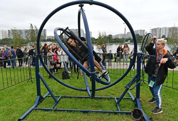 V parku bylo během festivalu otevřeno více než 30 restaurací, byla instalována lezecká stěna, překážková dráha, prostor pro jógu a stolní hry. - Sputnik Česká republika
