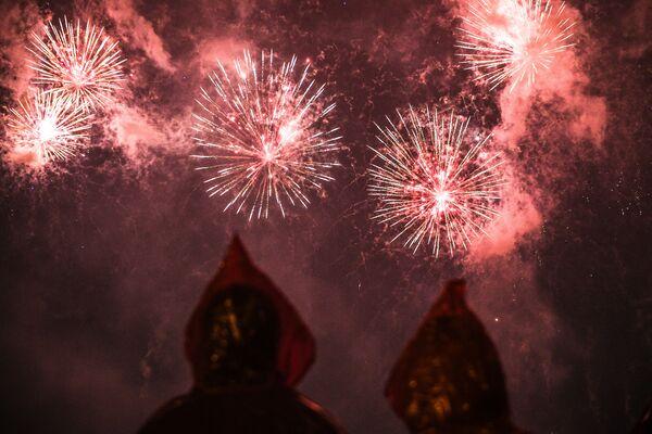 Festival byl zahájen pyrotechnickou show vítěze loňské soutěže - týmem ze Slovenska. - Sputnik Česká republika