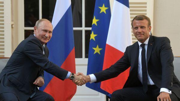 Ruský prezident Vladimir Putin a francouzský prezident Emmanuel Macron během schůzky v Fort de Bregancon 19. srpna 2019 - Sputnik Česká republika