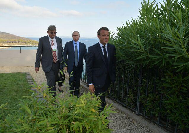 Ruský prezident Vladimir Putin a francouzský prezident Emmanuel Macron