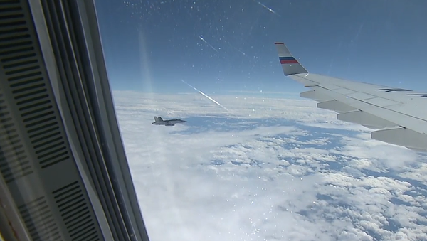 Video: Švýcarské stíhací letouny doprovodily letadlo s ruskou delegací do Francie - Sputnik Česká republika