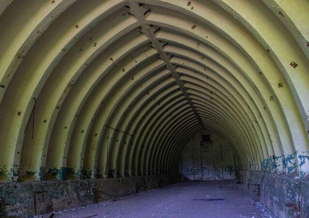 Tajný objekt Dvina vyžadoval seriózní údržbu. V takových hangárech byly nakladače pro rakety.