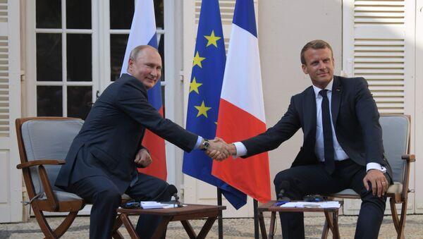 Schůzka francouzského prezident Emmanuela Macrona s ruským protějškem Vladimirem Putinem - Sputnik Česká republika