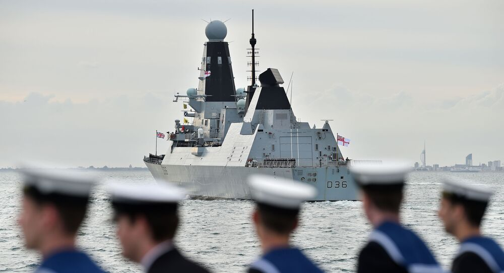 Britský torpédoborec Defender
