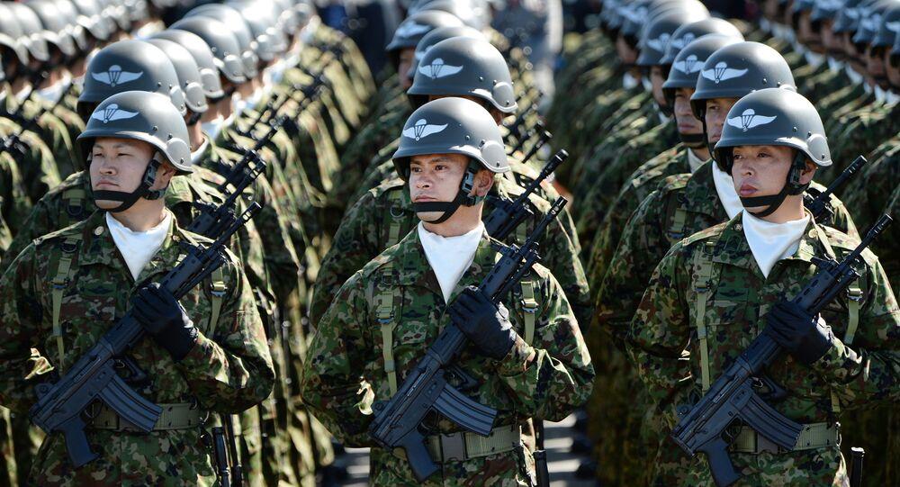 Japonští vojáci během vojenské přehlídky