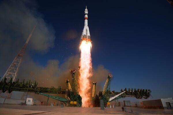 Vypuštění nosné rakety Sojuz 2.1a spolu s kosmickou lodí Sojuz MS-14 z odpalovací plošiny kosmodromu Bajkonur. - Sputnik Česká republika