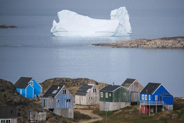 Ledovec nedaleko města Kulusuk v Grónsku. - Sputnik Česká republika