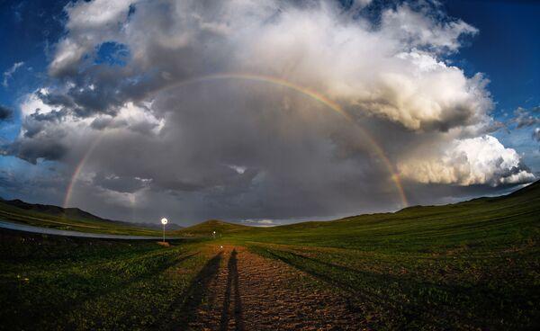 Duha v jedné z osad Mongolska. - Sputnik Česká republika