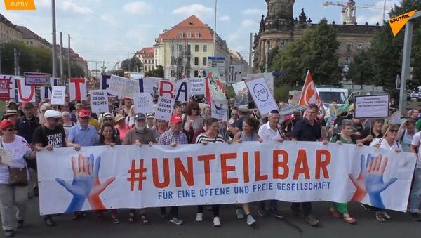V Drážďanech před klíčovými volbami pochodovalo 40 tisíc německých demonstrantů proti rasismu  - Sputnik Česká republika