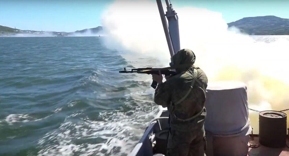 Bylo zveřejněno video, kde je zachyceno cvičení tajného přesunu jaderných ponorek