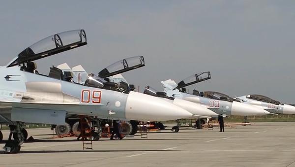 Na Krymu stíhačky Su-30SM generace 4++  srazily objekty pomyslného soupeře - Sputnik Česká republika
