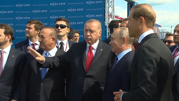 Video: Putin si s Erdoganem prohlédl nejnovější techniku ruského letectva během mezinárodního leteckého salonu Maks 2019 - Sputnik Česká republika