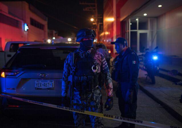 Na místě požáru v mexickém baru El Caballo Blanco