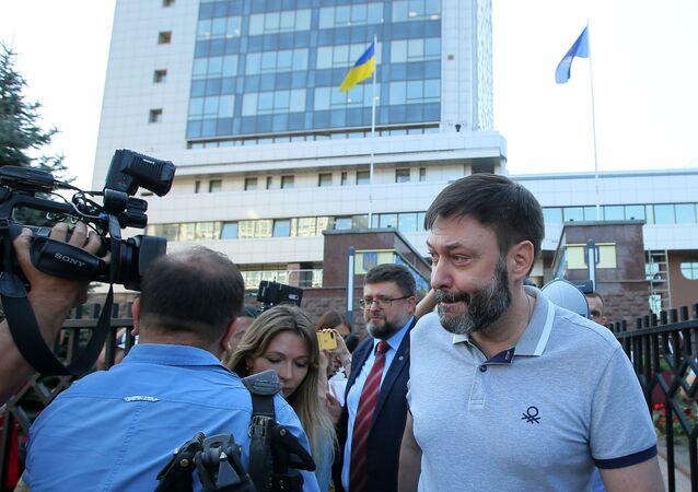 Kirill Vyšinský popropuštění u budovy odvolacího soudu v Kyjevu.