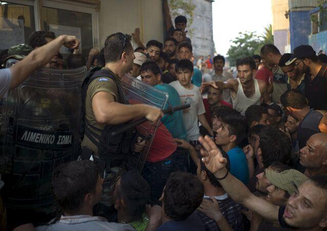 Řecká policie a migranti