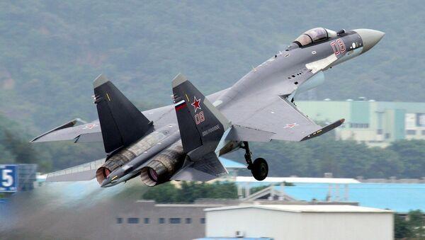 Ruská stíhačka Su-35 - Sputnik Česká republika