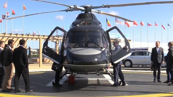 Video: Nový luxusní vrtulník ve stylu ruských limuzín Aurus na mezinárodním leteckém salonu Maks 2019 - Sputnik Česká republika