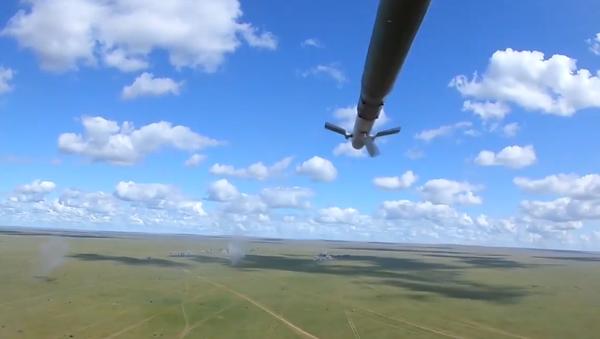 Video: Finální střelby. Aktivní fáze cvičení Selenga-2019 vyvrcholila rozsáhlými střelbami ruských a mongolských vojáků  - Sputnik Česká republika