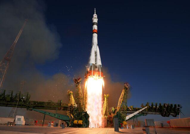 Start rakety z kosmodromu Bajkonur