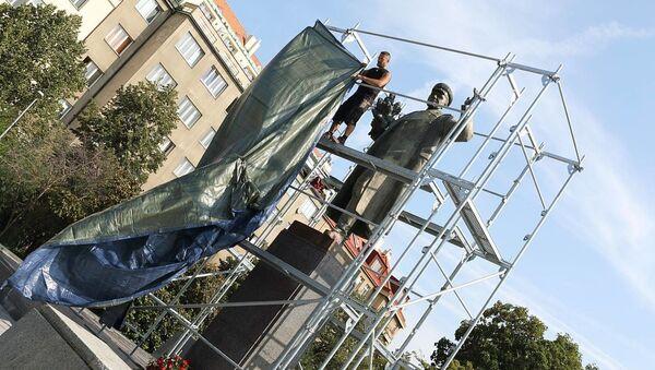Starosta Prahy 6 nechal zakrýt sochu maršála Koněva - Sputnik Česká republika
