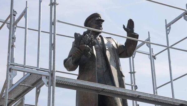 Vedení městské části Praha 6 nechalo zakrýt sochu maršála Koněva - Sputnik Česká republika