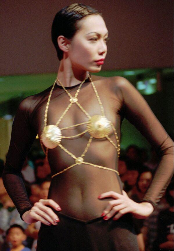 Evoluce svádění: nejdůležitější předmět dámského spodního prádla dnes slaví svůj den - Sputnik Česká republika