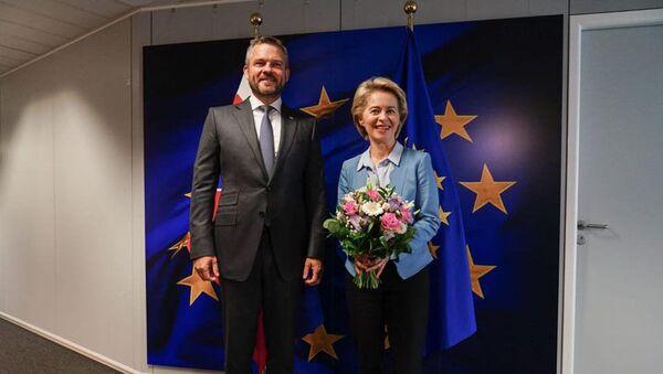 Slovenský premiér Peter Pellegrini s předsedkyní Evropské komise Ursulou von der Leyenovou - Sputnik Česká republika