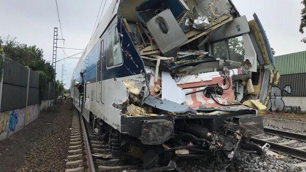 Srážka osobního vlaku s nákladním automobilem v pražské Uhříněvsi - Sputnik Česká republika