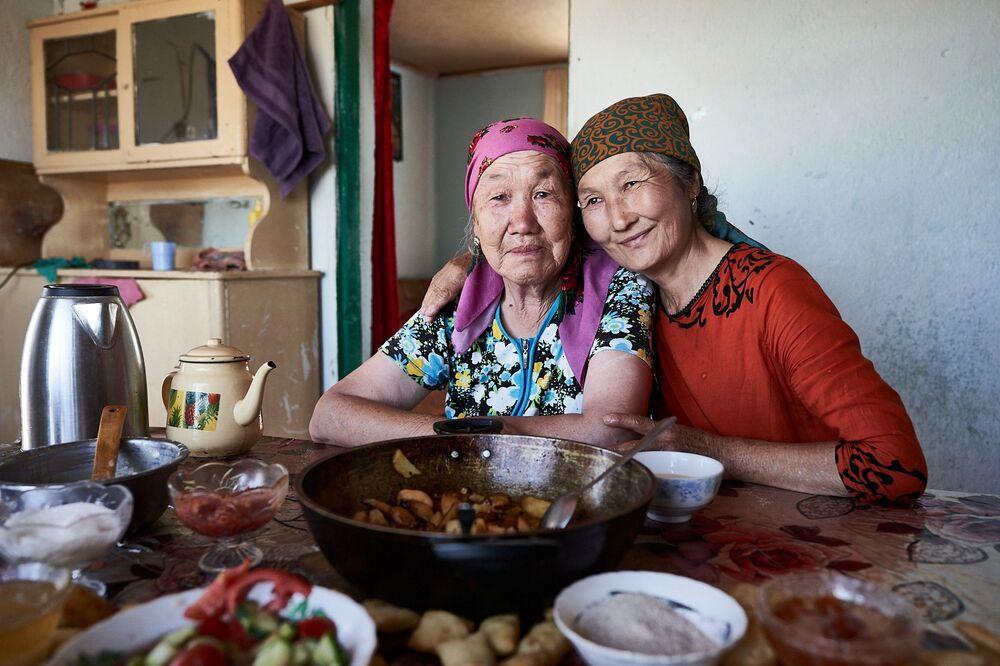 Starší ženy v domě jedné z nich