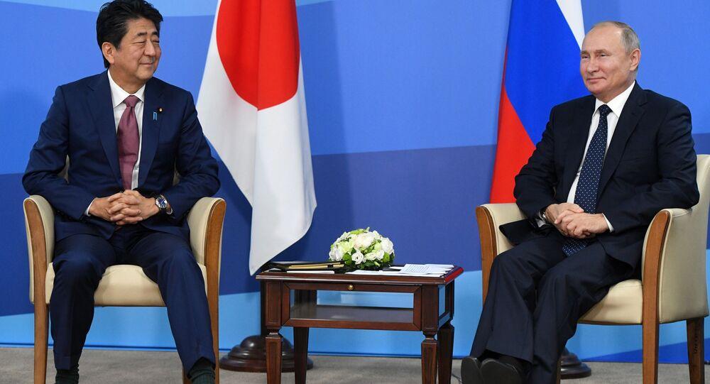 Ruský prezident Vladimir Putin a japonský premiér Šinzó Abe se účastní Východního ekonomického fóra na Ruském ostrově (5. září 2019)