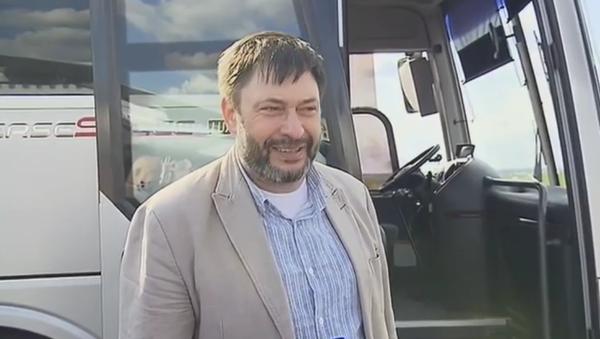 Letadlo s novinářem Kirillem Vyšinským a ruskými vězni přistálo na moskevském letišti - Sputnik Česká republika