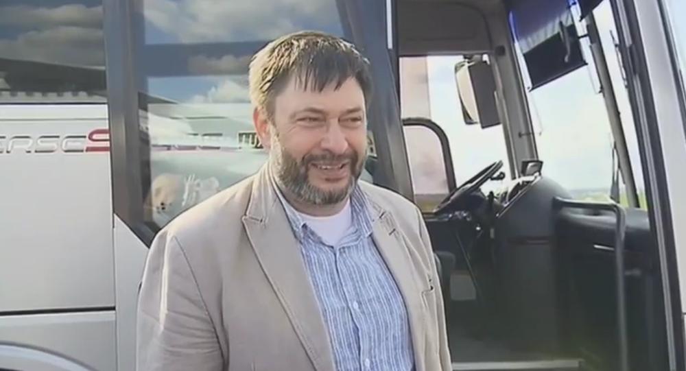 Letadlo s novinářem Kirillem Vyšinským a ruskými vězni přistálo na moskevském letišti