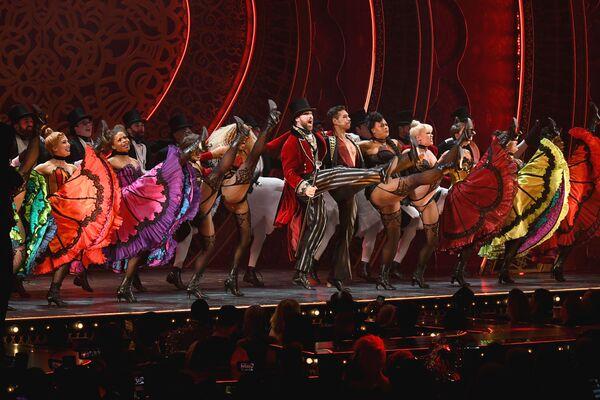 Tanečníci vystupují na muzikálu The Blonds x Moulin Rouge! během týdnu módy v New Yorku - Sputnik Česká republika