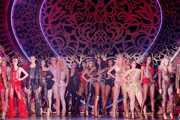 Modelky během prezentace kolekce The Blonds Spring 2020 na týdnu módy v New Yorku - Sputnik Česká republika