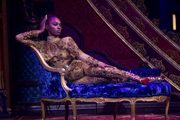 Modelka během prezentace kolekce The Blonds Spring 2020 na týdnu módy v New Yorku - Sputnik Česká republika