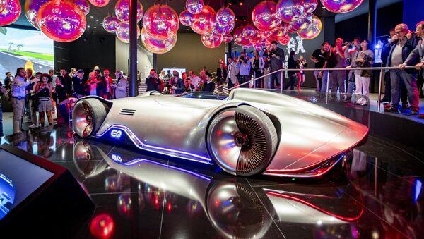 Koncepční vůz Mercedes EQ Silver Arrow na Frankfurtském autosalonu - Sputnik Česká republika
