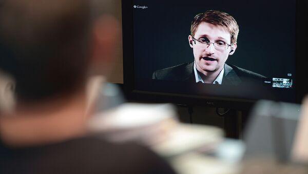 Videokonference bývalého agenta NSA Edwarda Snowdena - Sputnik Česká republika