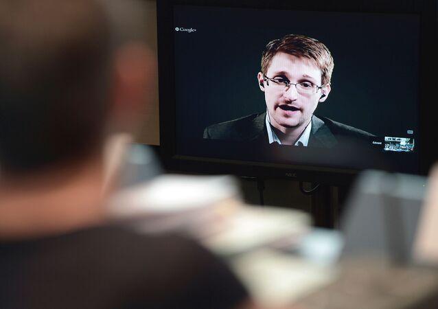 Videokonference bývalého agenta NSA Edwarda Snowdena