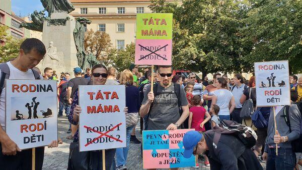 Praha pochodovala pro rodinu. Účast skromná. Snad rodinám neodzvonilo… - Sputnik Česká republika