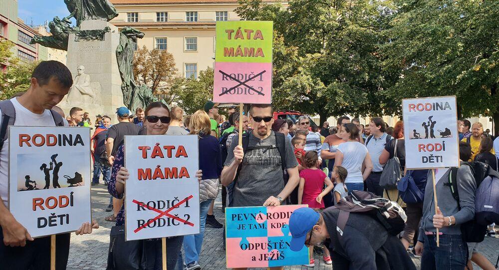 Praha pochodovala pro rodinu. Účast skromná. Snad rodinám neodzvonilo…